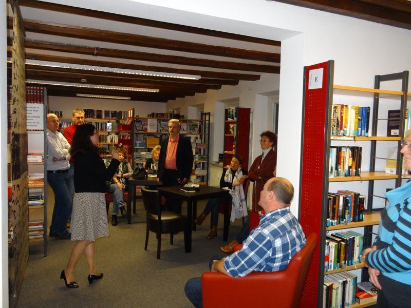 CSU unterwegs: Bei der Bücherei fehlt nur der barrierefreie Eingang